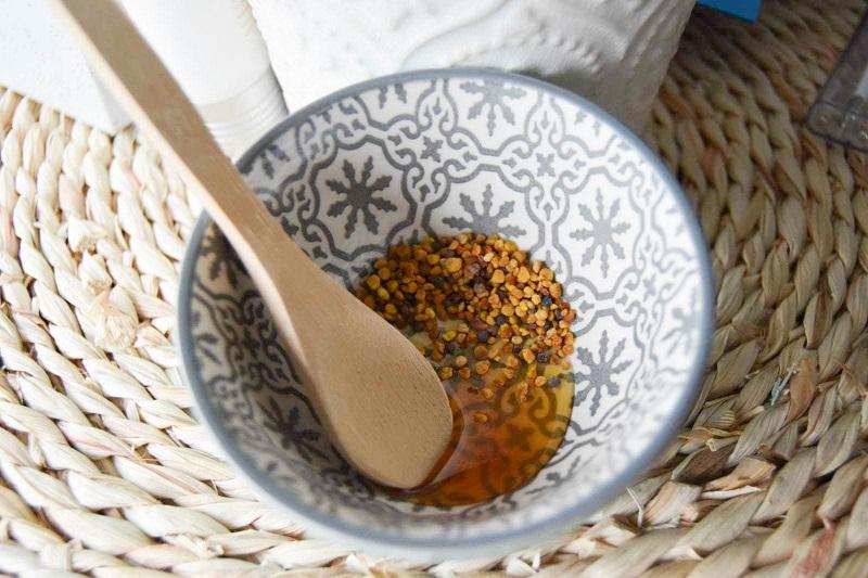 Mélange masque bienfaisant au miel et au pollen avant
