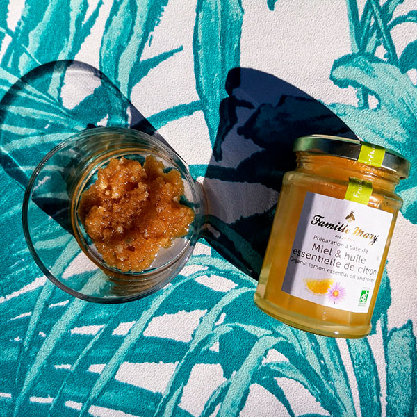 Gommage naturel au miel pour les pieds